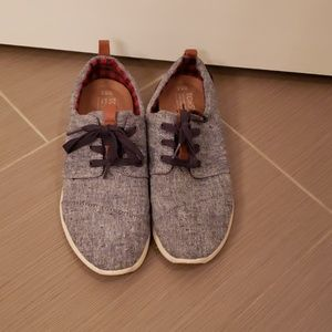Tom's denim shoes with laces